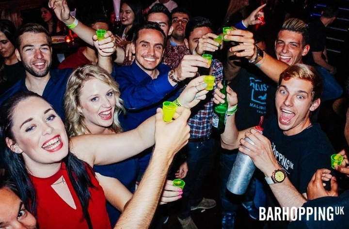 BarHopping: PubCrawl with Free Pizza & Shots