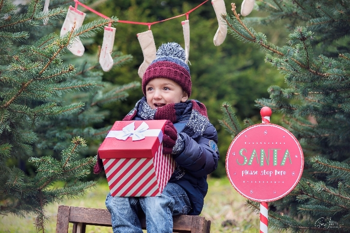Outdoor Christmas Family Photography