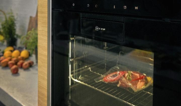 NEFF-Dampfgarvorführung bei Grimm Küchen Binzen