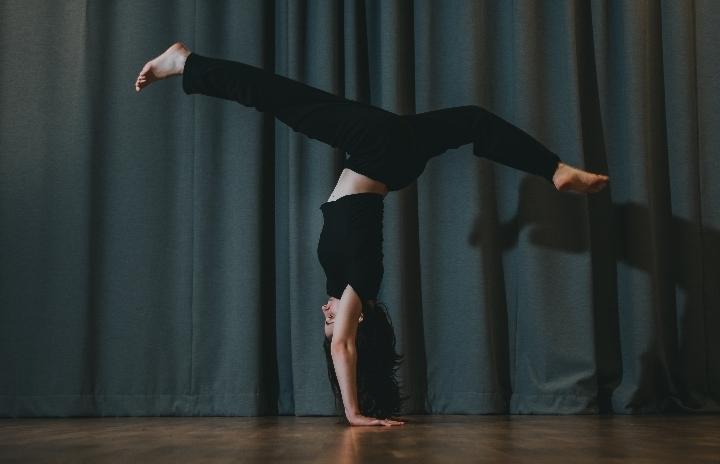 Mαθήματα Σύγχρονου Χορού με την Αλεξάνδρα Κωσ