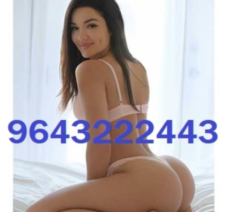 Call~Girls In Cr Park Locanto 09643222443 Esc