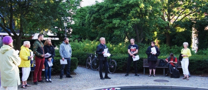 6. august - mindarrangement, på Hiroshimadagen. Danmark skal skrive under på et forbud mod atomvåben.
