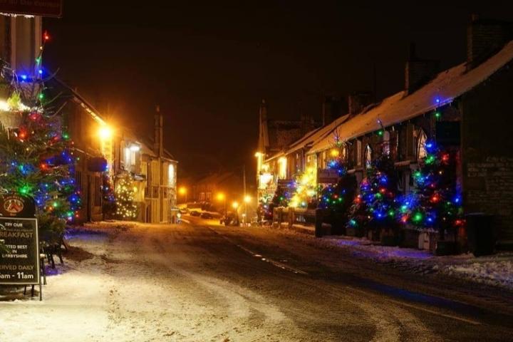 Castleton Christmas Lights Switch on 2018 - 17 NOV 2018