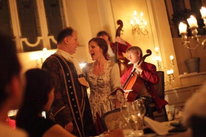 Mozart Dinner Concert im Barocksaal von St. P
