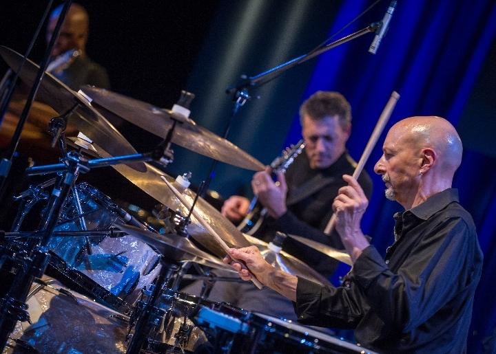 The Drummer of Journey: STEVE SMITH & the Gro